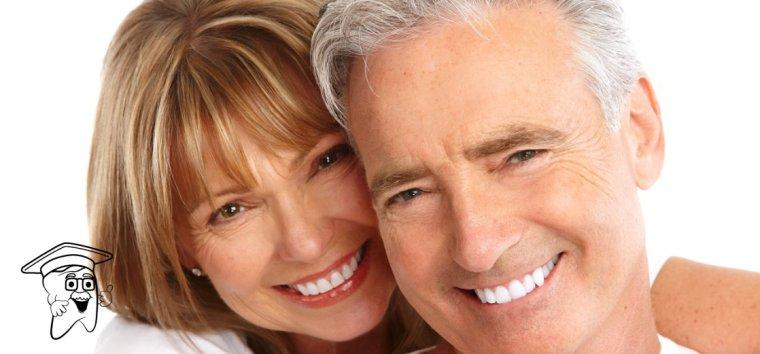 stariji-par-s-zubnim-implantima